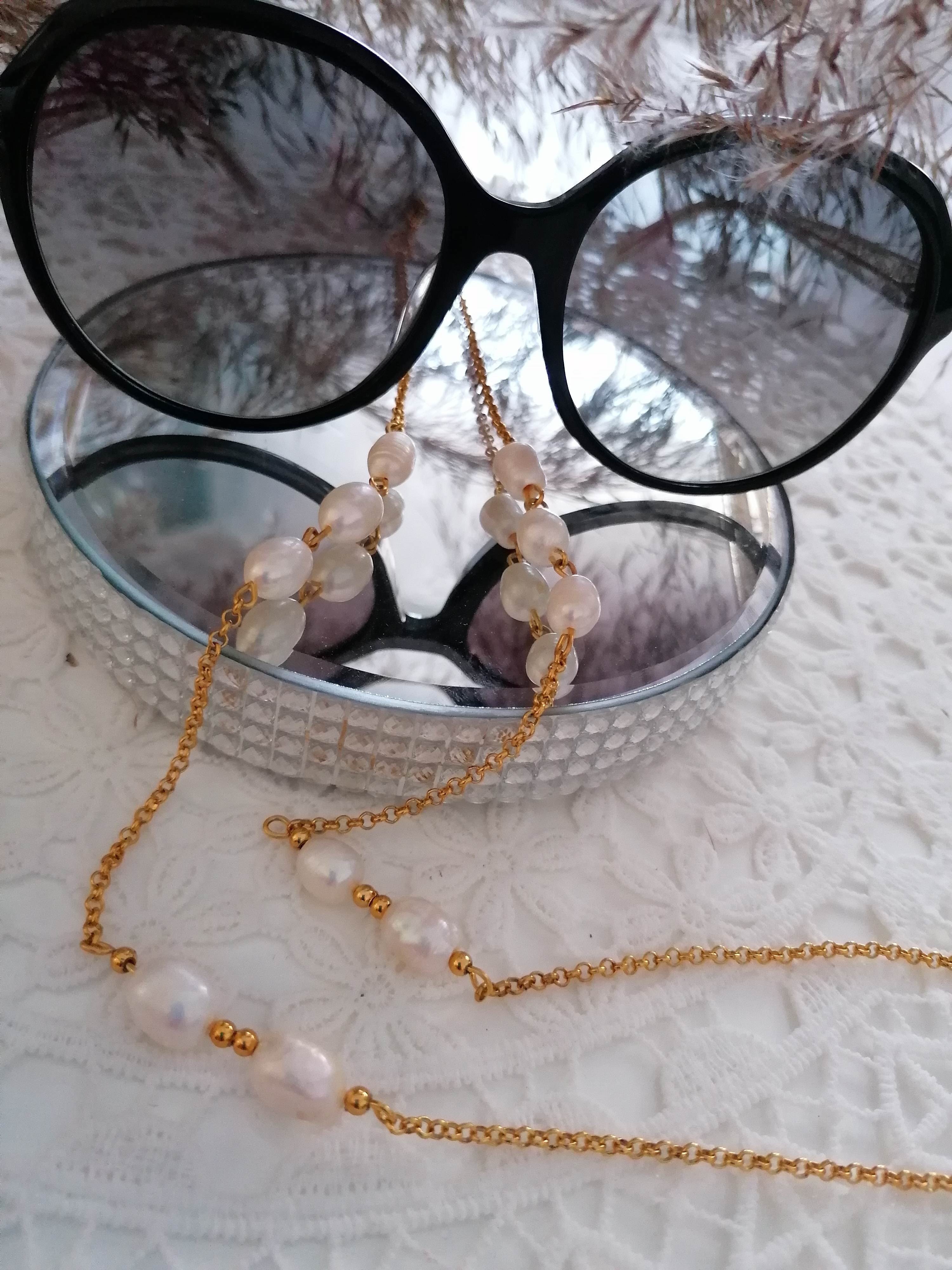 """""""Bella"""" - lančić za naočale, riječni biseri, nehrđajući čelik u zlatnoj boji"""